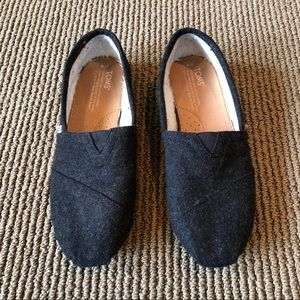 Toms dark gray shearling lined flats 8